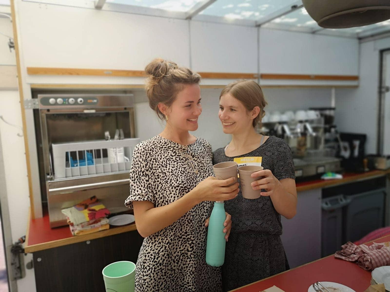 Ameli und Ansi im KaffeeKaffee Truck